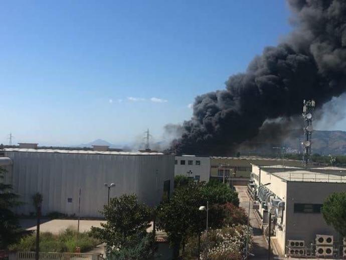 Incendio, bomboletta tra i rifiuti