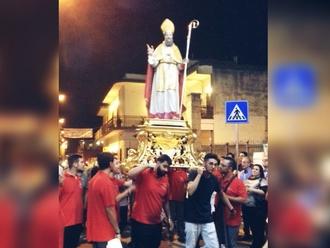 San Vitaliano, i Cullatori del Santo portano il Patrono nella Chiesa Madre