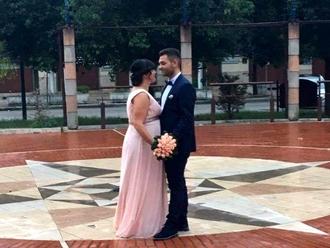 Un ballo in piazza sotto la pioggia: auguri agli sposi !