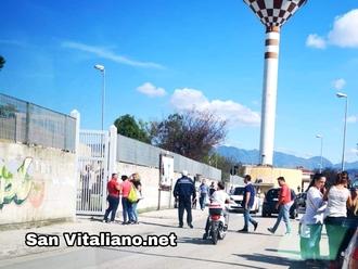 San Vitaliano, il ritorno dei vigili fuori la scuola: la segnalazione