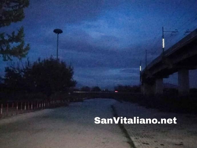 San Vitaliano, stazione al buio: pendolari sempre più bistrattati