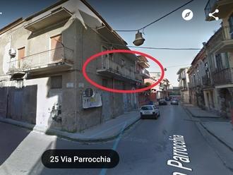 San Vitaliano, caduta di calcinacci in vua Parrocchia: facciamo attenzione!