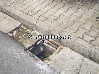 San Vitaliano, andate a trovare i vostri cari al cimitero? Fate attenzione ai vuoti su via Palmola!