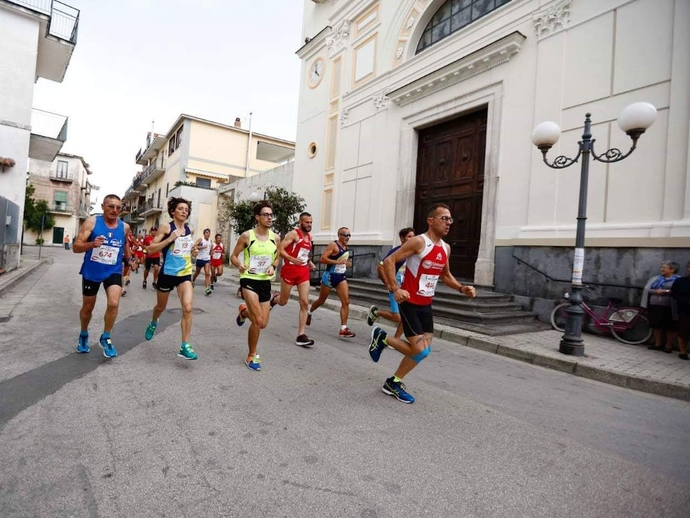 San Vitaliano in festa, domani attesi 800 runners: evitiamo di parcheggiare lungo il percorso