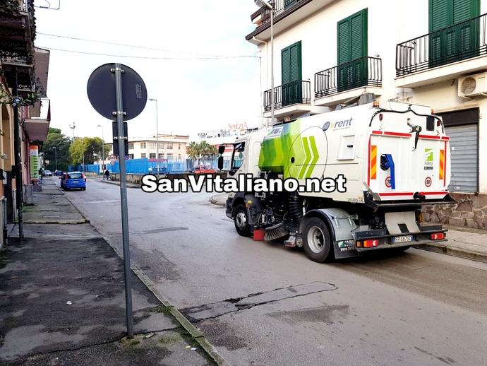 San Vitaliano, spazzatrice in funzione su Via Roma