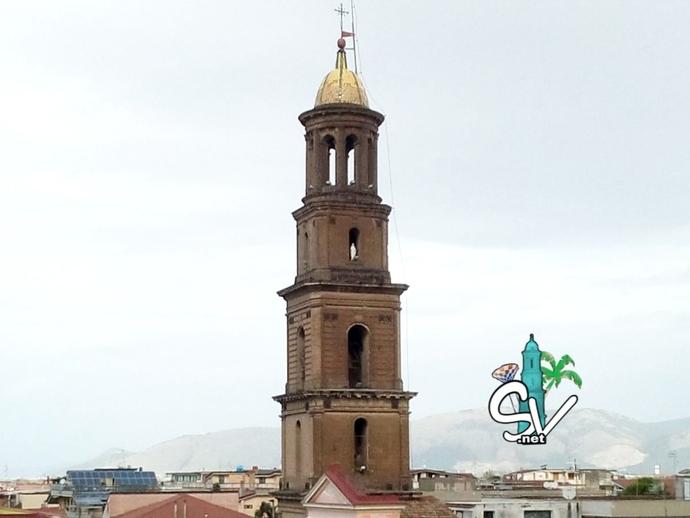 San Vitaliano, il campanile: Valentina lo guarda così...
