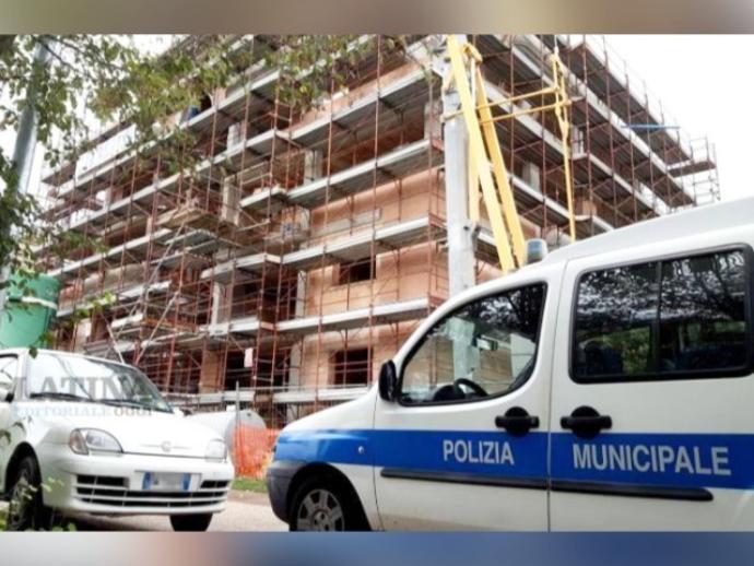 San Vitaliano, task force della Polizia Locale: sequestrati diversi cantieri. 10 i denunciati.
