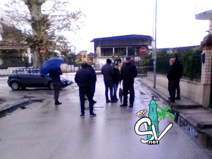 San Vitaliano, lavoratori Salumificio Spiezia esausti: bloccata via Roma