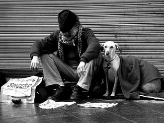 San Vitaliano, carabinieri aiutano un senzatetto: ecco la bella storia natalizia....