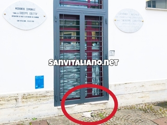 San Vitaliano, scassinata la porta di ingresso del Micronido Coletta: a terra ancora i resti...