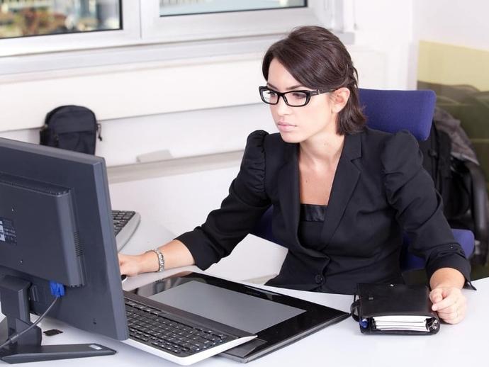 Rubrica Lavoro : cercasi impiegata amministrativa a Nola