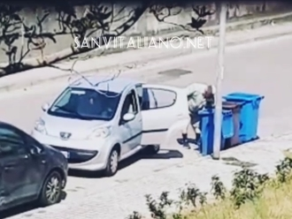 San Vitaliano, cazziatone dal balcone: Riprenditi la spazzatura!!