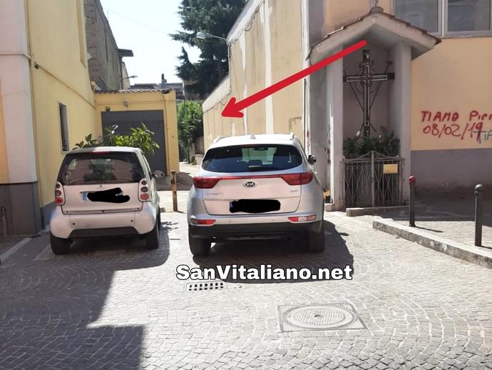 San Vitaliano, rubrica Parcheggi a Cxxxo: quello non è un parcheggio ma una traversa di via Appia!