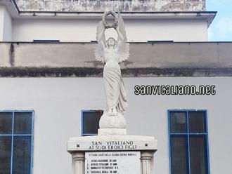 San Vitaliano celebra il 4 novembre davanti al monumento dei Caduti: presenti autorità ed alunni