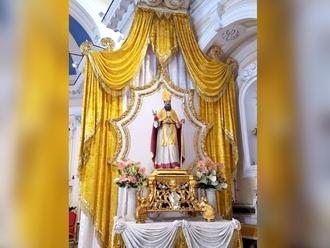 San Vitaliano scende tra i suoi fedeli