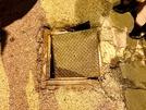 San Vitaliano, bimba resta bloccata con la gamba nel chiusino