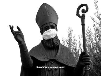 San Vitaliano, mascherina sulla bocca del Santo: è polemica