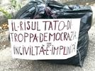 San Vitaliano, trova sacco della munnezza fuori casa e scrive il cartello