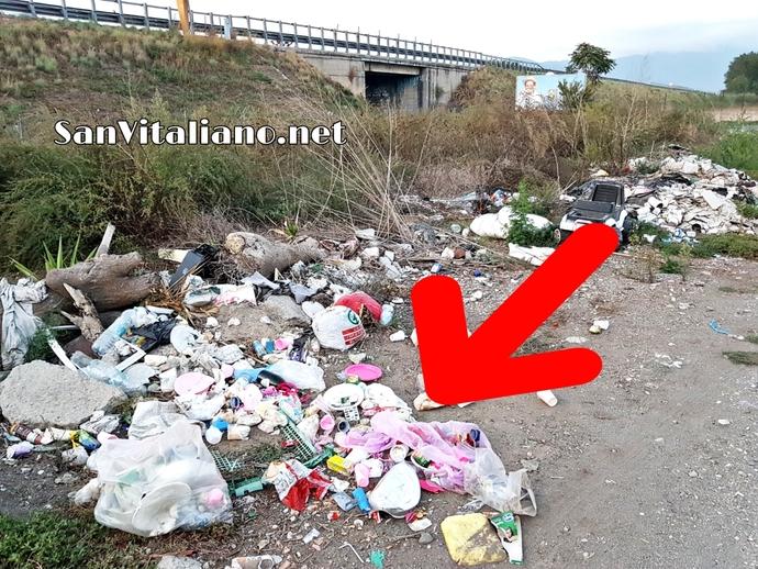 San Vitaliano, fa una festicciola alla sua bambina e getta i rifiuti in via Selva