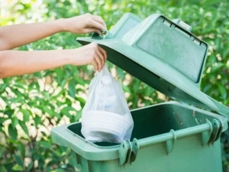 San Vitaliano, positivo al covid in isolamento  non può scendere per gettare la spazzatura: che deve fare?