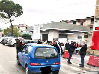San Vitaliano e lockdown, prime code fuori i supermercati