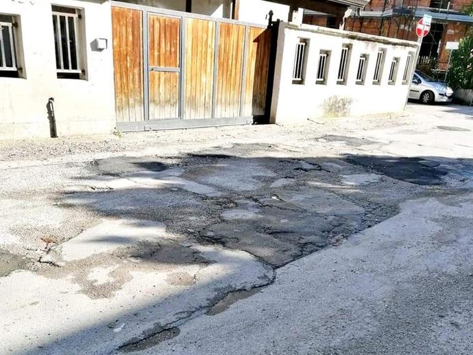 San Vitaliano, finalmente nuovo asfalto sulla via dei Carabinieri: da domani occhio ai disagi