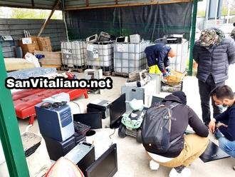 San Vitaliano, raccolta RAEE straordinaria: auto in coda per lasciare i propri rifiuti elettrici