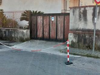 Come ve lo devo dire: non parcheggiate davanti al mio cancello !