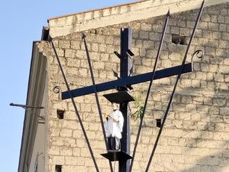San Luigi veglierà su San Vitaliano: la nuova Croce di Corso Frascatoli