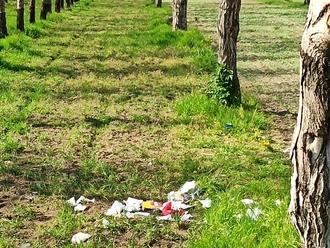 Ragazzini fanno i loro comodi e lasciano tutto in un bellissimo campo di noci: che rabbia!