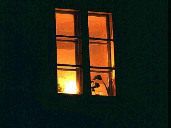 Stanotte restate in casa e lontani dalle finestre: rischio pioggia frammenti
