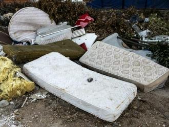 Materassi ed elettrodomestici: sequestrata discarica abusiva di 200mq a San Vitaliano