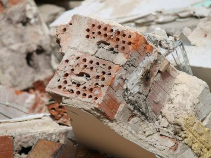Sorpreso a lasciare scarti edili su una strada secondaria: sanzionato dai Vigili di San Vitaliano