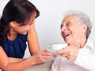 Nola, cercasi badante per persona anziana